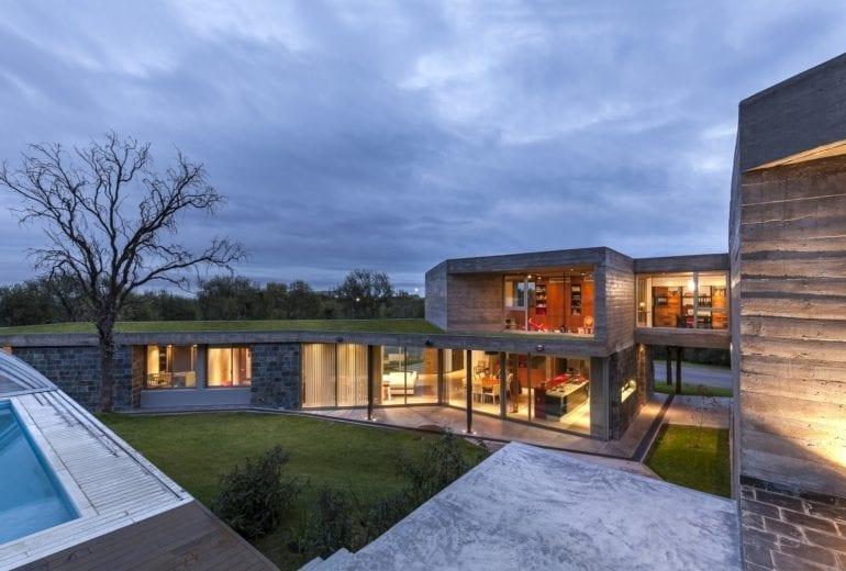 Contemporary Residence in Los Quebrachos